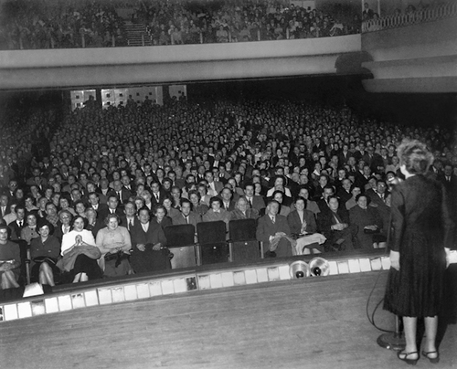 Edith Piaf à l'Olympia - (c) Hugues Vassal