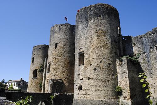 Château de Villandraut façade sud