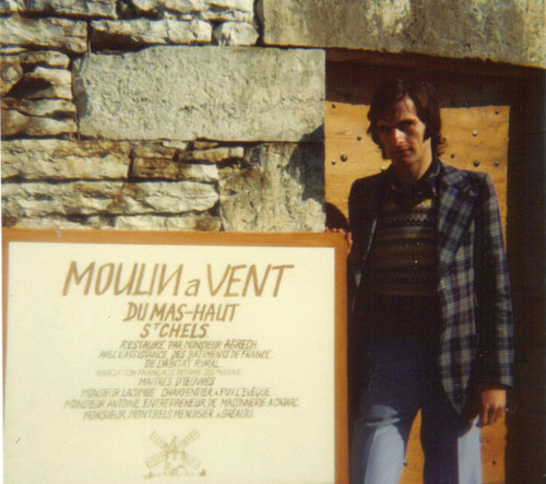 Roland Agrech devant le moulin restauré, 1976