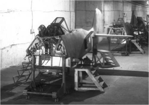 Fuselage de Fw190 sur la chaîne d'assemblage de l'usine souterraine de Palotte