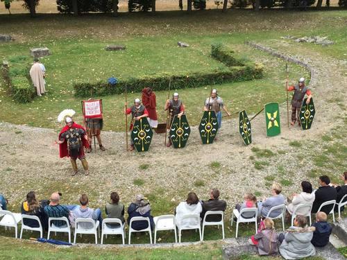 Présentation de soldats romains au théâtre antique de Vendeuil-Caply