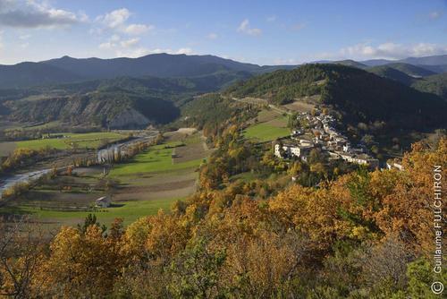 monastere-ste-croix-vue-village
