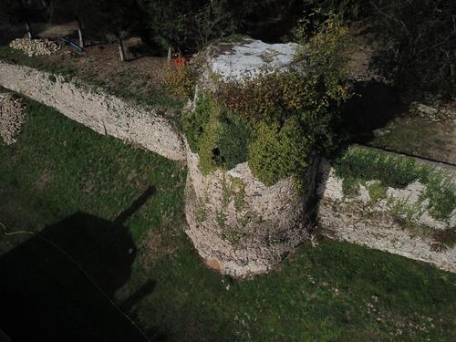 Enceinte médiévale à restaurer