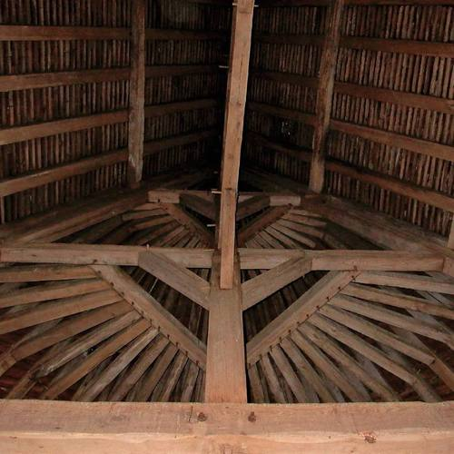 The three-level wooden frame of the Dungeon