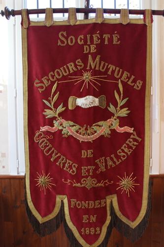La Bannière de la Société de Secours Mutuels