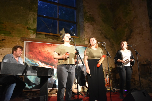 Pottok on the Sofa - Concert in the chapel of La Cour des Aulnays, August 2017