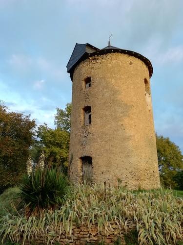 Façade sud du Moulin avec la porte principale