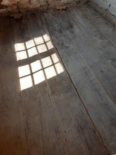 Ombres de la fenêtre sur les planches du plafond à la française, après enlèvement des terres cuites et de la chaussine