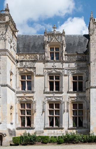 Facade gothique flamboyant du château de Fontaine-Henry
