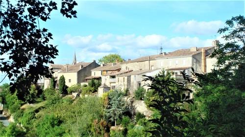 Gensac - Les remparts - Route de Pujols